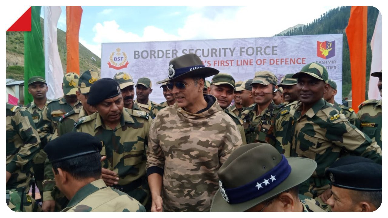 Akshay Kumar visited Kashmir to meet jawans of Border Security Force (BSF) who have been guarding the Line of Control (LoC) with Pakistan.