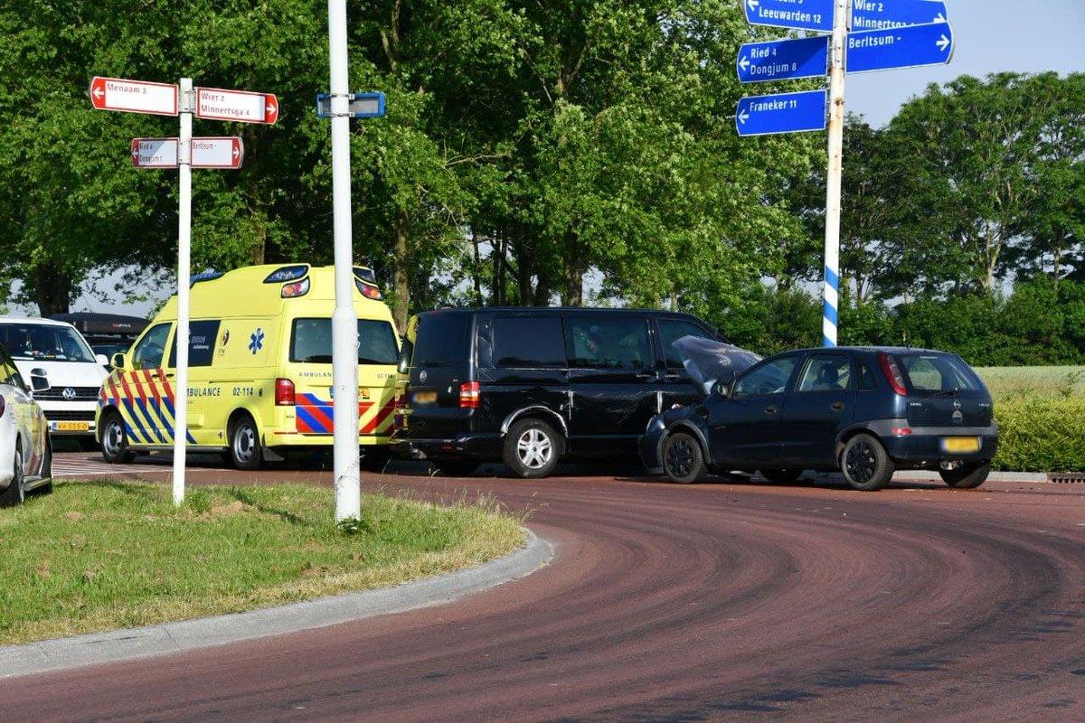 Hulpdiensten ingezet bij verkeersongeval op kruising Berlikum - #Friesland -..
