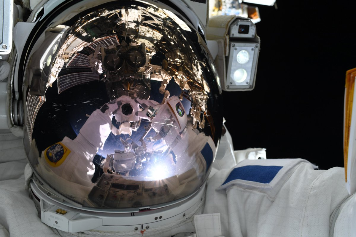 #Space 🌌 Awesome of the Day ⭐ ➡️ @Thom_astro 👨🚀 #MissionAlpha #Spacewalk With Robotic Arm 🦾 Operator @Astro_Megan #SamaSpace ➡️ View More #SamaCollection 👉 https://t.co/Kugls3IJqU