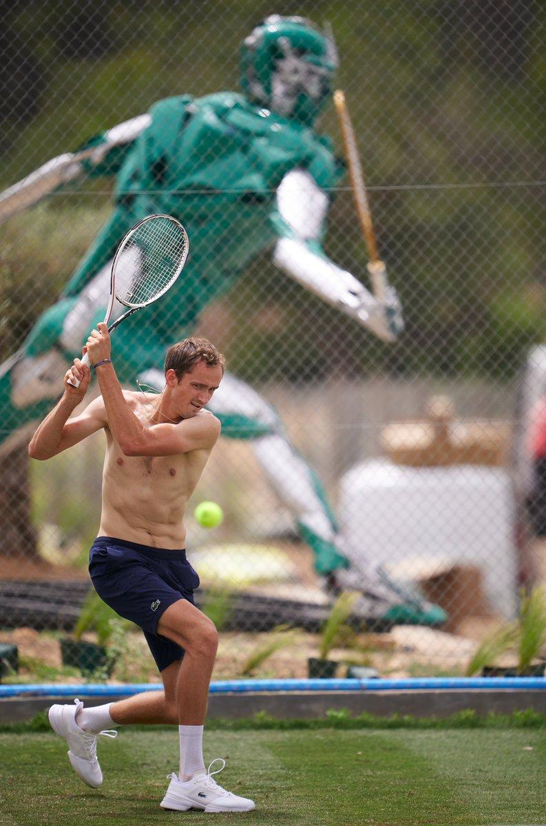 Super Daniil is here! 🦸♂️  @DaniilMedwed   @atptour   #ATPMallorca https://t.co/4odF02Uofp