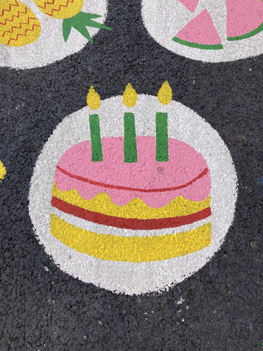 There must always be cake!!! Open Road on Oliver Plunkett Street with @FattiBurke @glucksman @corkcityarts @corkcitycouncil @CorkMidsummer @artscouncil_ie https://t.co/2xPUrhX8mx