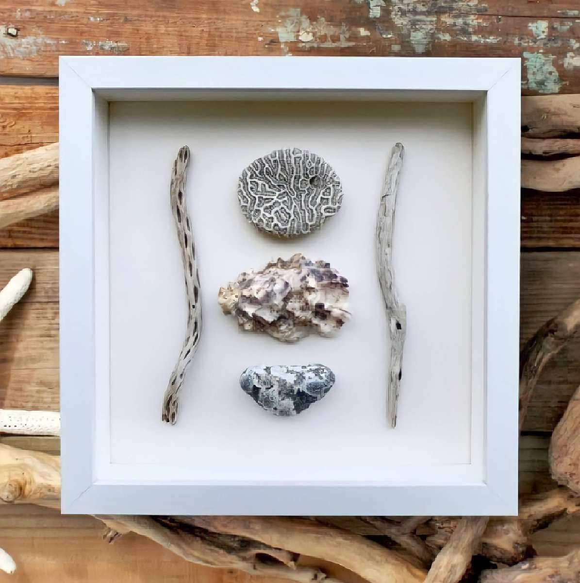 There's a wonderful simplicity about this coastal box frame, carefully made from items collected along the shoreline. #boxframe #treasures #shoreline #simple #coastal #seaside #beach #gifts #coastaldecor   https://t.co/DaHIROzH09 https://t.co/5Uc4w6H7q9