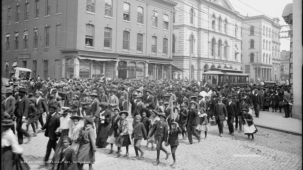 #BlackAmerica 1st celebrated #June19 in 1866 By 1905 1000s paraded thru #Galveston #Texas Learn more #JuneTeenth2021 history TONIGHT @7pmEST @ our live @Zoom panel featuring writers @imaniperry @ClintSmithIII @DeeshaPhilyaw @KeishaBlain @MitchSJackson Tix  https://t.co/Mzvg65fGSN https://t.co/4P3XelNlcx