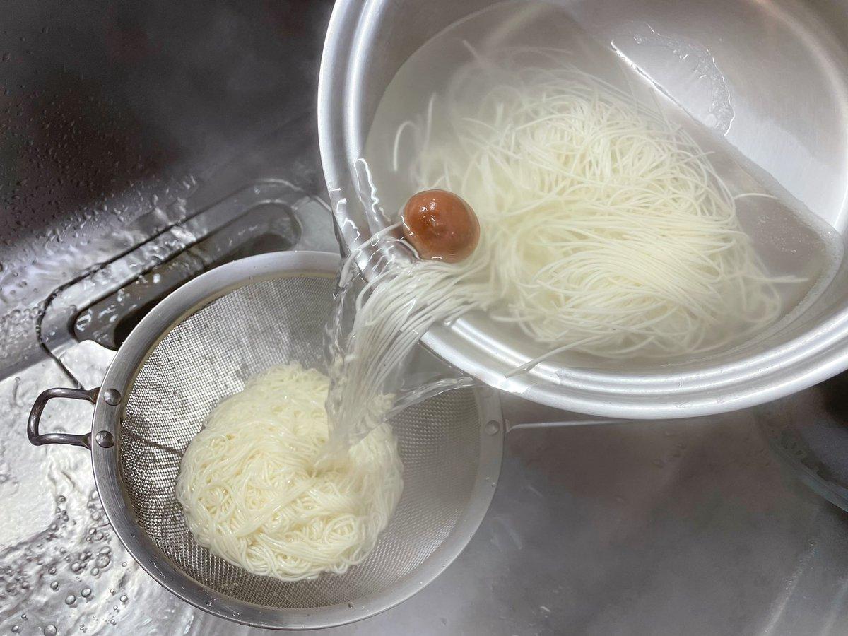 茹でるとき、あの食品を入れるだけ!素麺のコシがアップするというテクニック!