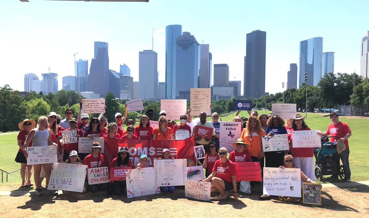 Today's activity to shout that #AbbottFailedTexas . We need a governor, state Representatives & Senators that care about the well being of the people of Texas, & I'll continue to work towards that. @MomsDemand  Text READY to 644-33 if you're ready to get active. https://t.co/qzKdhe4luQ