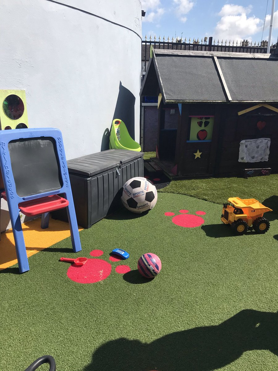Gorgeous day at Rainbow Club playing in the garden today lots of outdoor fun water, sand & painting going on. Relaxed & Happy Children !@CorkLifeCentre @CamhsID @CorkCollege @JP_Cork @TrigonHotels @corkcitycouncil @CorkCityPPN https://t.co/qYJEh6PeTd