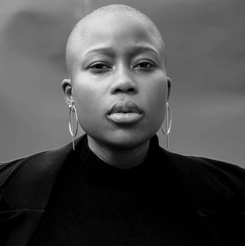 Just wow. Breathtaking. 📷@kirstyphotography_ 👸🏾@nanakulu  #baldisbeautiful #baldmodel #hair #beauty #baldness #baldgirl #baldpeople #baldiscool #naturalhair #baldisin #baldwomen #baldierevolution #baldgirls #bigchophair #bigchopbeauty #bigchopped #bigchopper #afrohairuae https://t.co/wCR7SooolY