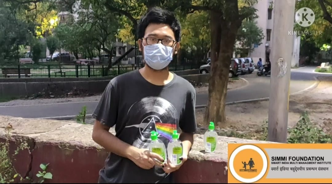 Our volunteer Thang distributed hand #Sanitizers to the #security guards in his area. Come forward & #Help each other, #win the #FightAgainstCOVID19  #simmifoundation #helpinghand #SafetyFirst #SocialDistancing #WearAMask #StayHomeStaySafe #coronavirus #healthcare #GetVaccinated https://t.co/q7csAzM1OQ