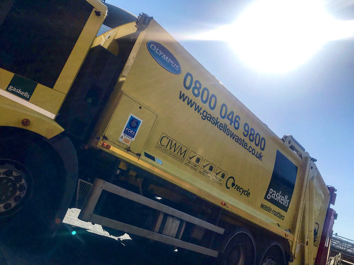 Sunshine yellow truck back at our base in #Liverpool for the night 🌞  #bintruck #binmen #keyworkers #sunshine https://t.co/Wg2VDea8u6