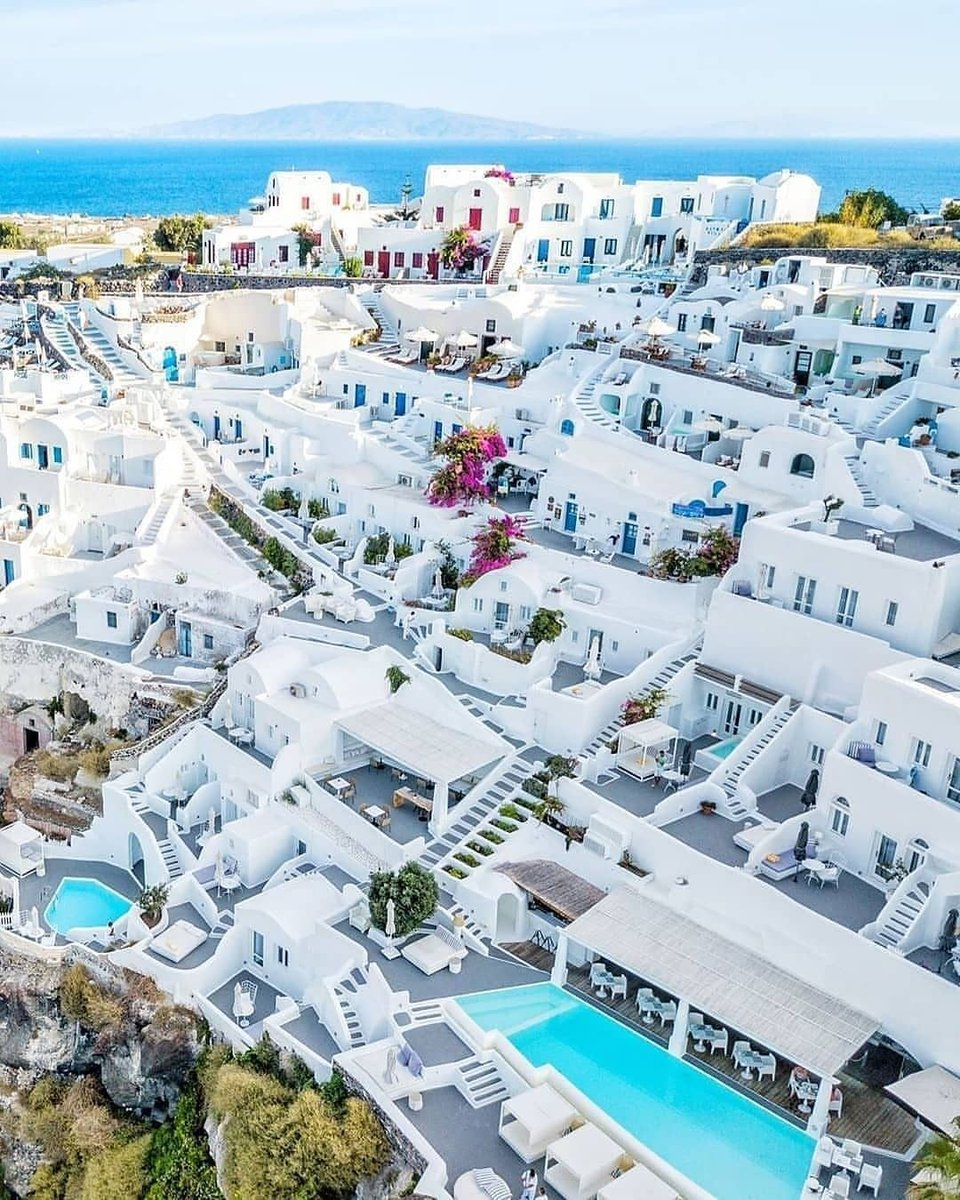 Dream location. Dream aesthetics.   📸: @danicaspi  #Stanorini #Greece #Circcell #Circellskincare #summerskincare #Summerskin #sunshine #vacation #travel #luxurytravel #oceanside https://t.co/GW32Aptxsj