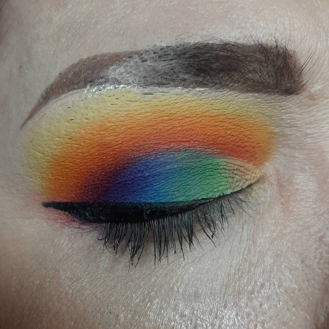 Closeup of my #Pride #lookoftheday for #ccprideschool using @TheCrayonCase  Highlighter Concealer 02 & 29 The Matte Book  Big Box of 64 Sharp Me Eyeliner  Black Marker Mascara  Bear Private Party  #makeup #makeuplover #blend #rainbow https://t.co/zm5ir2RH4I https://t.co/UMvzFgaEjf