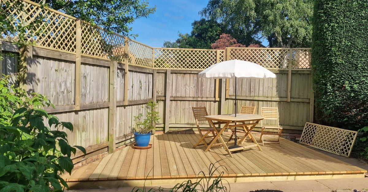 Decking 'after' shot. Maybe a bit wood overload but we need to find ways to break that up. Now onto chilled champagne in the sunshine. Oh, and where's the hot tub... 😂 #Devon #sunshine #champagne https://t.co/Gex1LHJoYX
