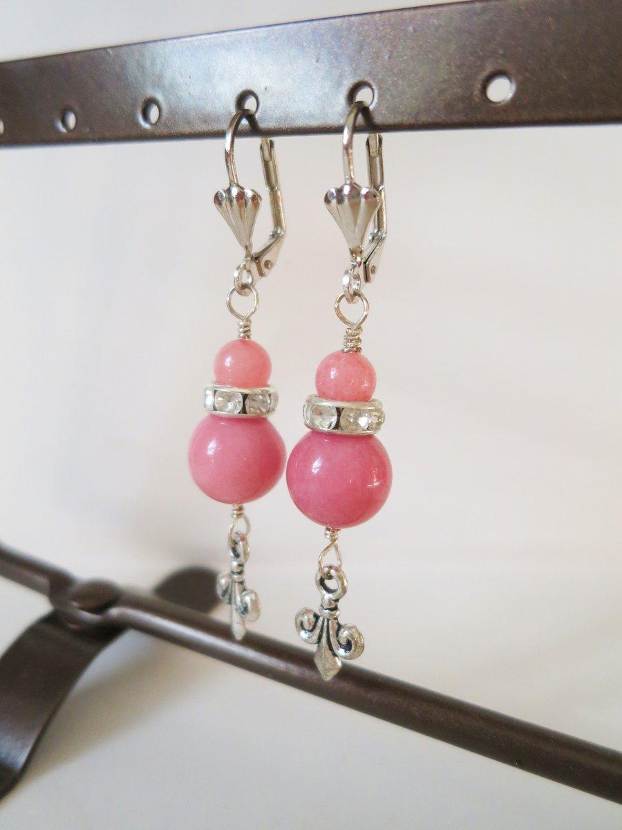 UK #freeshipping #vintagestyle Dusky Rose Quartzite #artdeco style Fleur de Lis Earrings #handmade by me🧡also as clip on #etsy #MHHSBD #TheCraftersUK #onlinecraft #shopsmall #ukcraft #UKSmallBiz #shoplocal #womaninbiz #gifts #UKEtsyRT #HandmadeinUK   https://t.co/QHdGG14Xag https://t.co/513DWseOLa