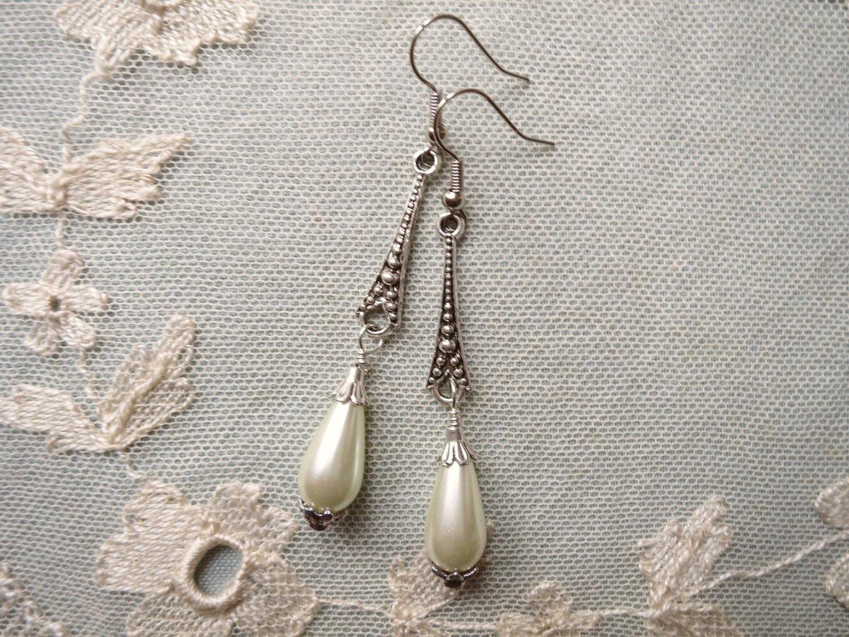 "Thanks for the kind words! ★★★★★ ""Beautiful earrings, just as pictured. Stunning"" Mel S. https://t.co/I1OZYaqZQv #etsy #MHHSBD #TheCraftersUK #UKEtsyRT #UKSmallBiz #UKCraft #handmade #shopsmall #UKBiz #shoplocal #handmadeinuk #bridetobe #bridal #pearls #weddings #bride https://t.co/0IGovU09X5"