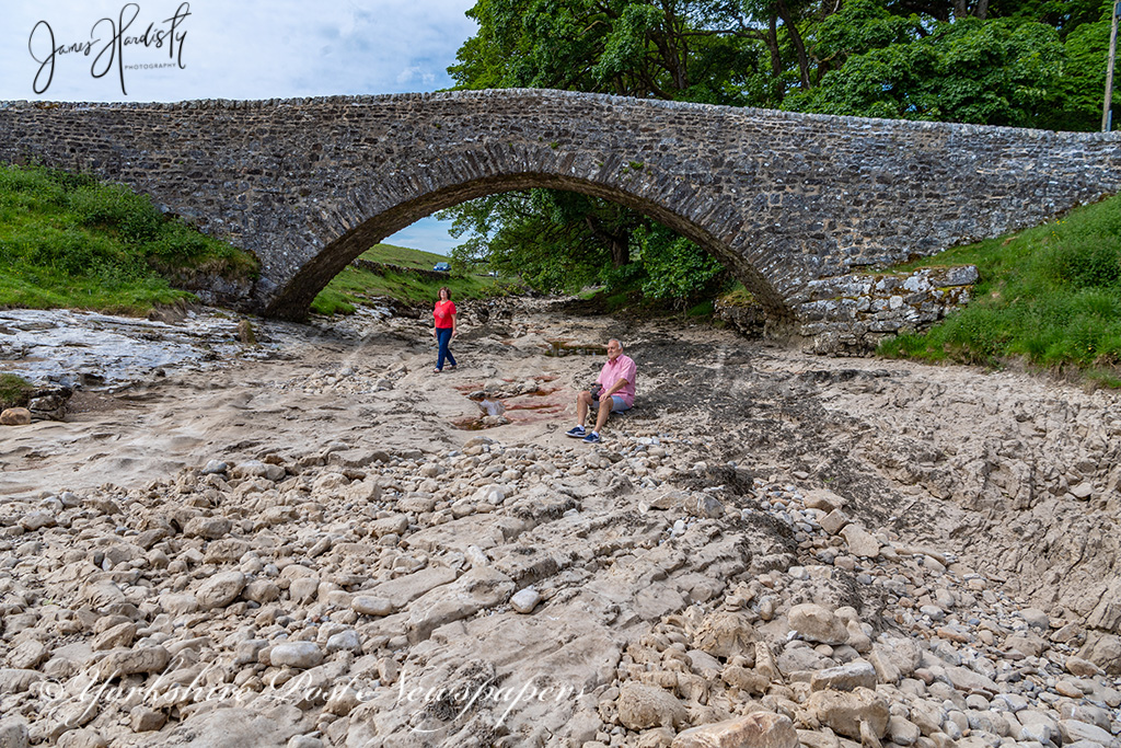 The #RiverWharfe in the #YorkshireDales was pretty much #dry giving visitors the chance to explore #Yorkshire @yorkshirepost @MarisaCashill @JayMitchinson @IanDayPix @jonmillsphoto @BenJonesPicEd @a_lastair @christinetalbot #StormHour #Weather #picoftheday @SWNSLeeds #climate https://t.co/AvvQg7UwIM