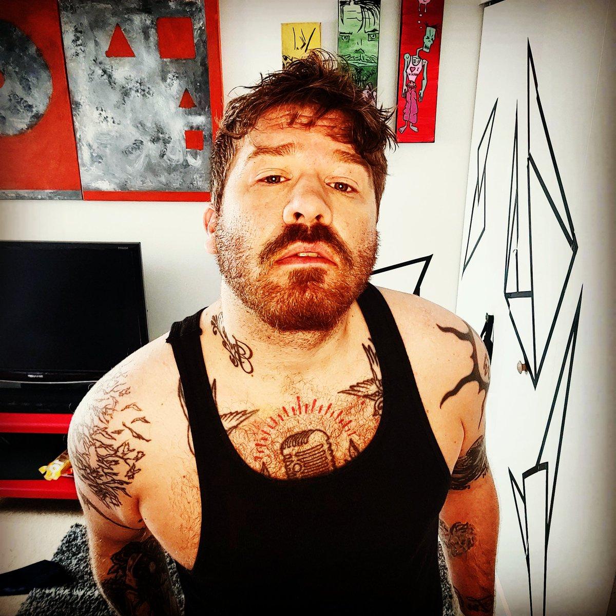 Your internet boyfriend is waiting for you on #onlyfans #boyfriendforhire #daddy #dadbod #tattoos #beard #ginger https://t.co/5WpJLIUM8D
