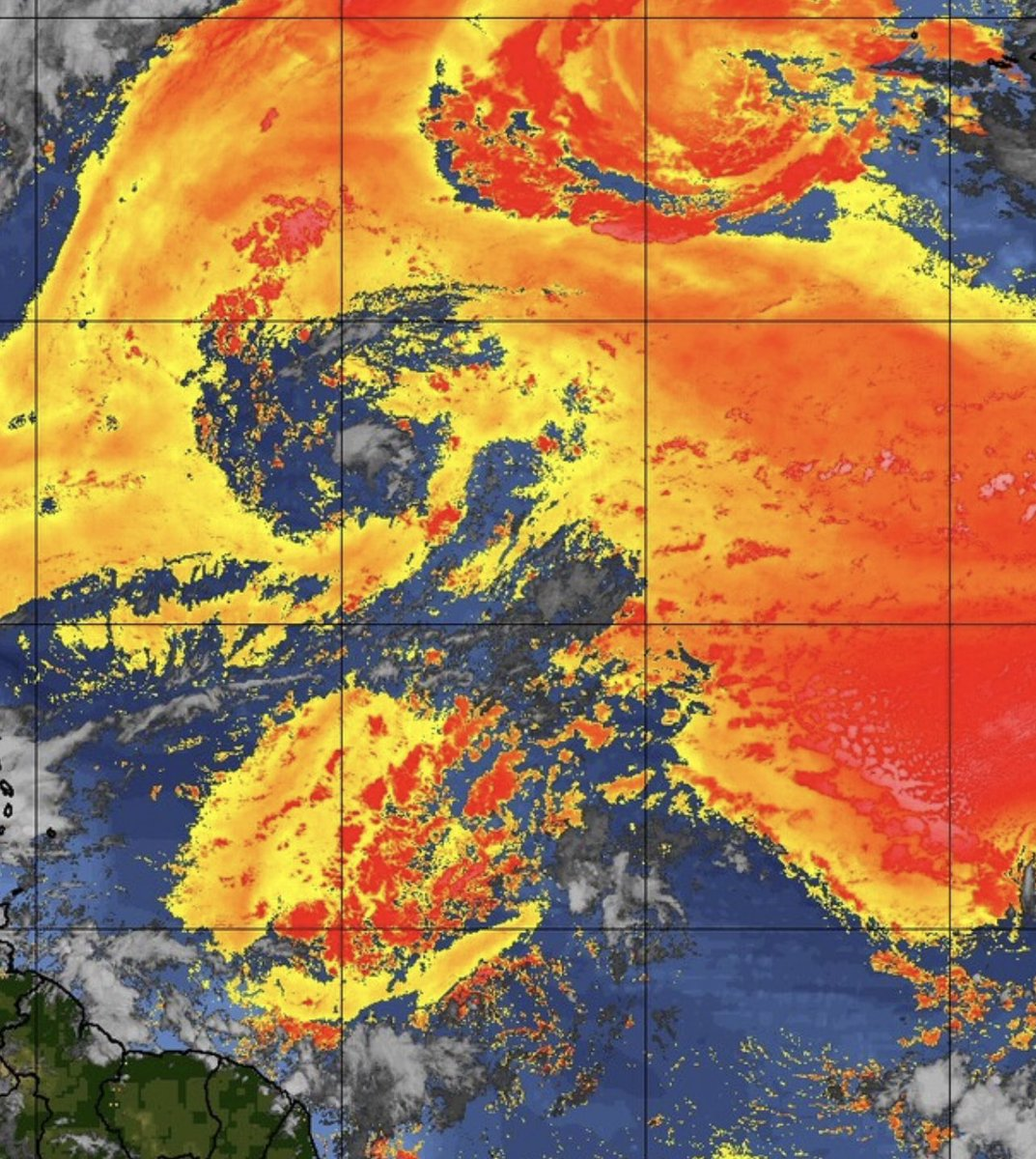 Seriously such #weather #drama like some sort of #scifiromance #fantasy #novel. #SAL throwing everything at it working in tandem with the #ULL but it's still there. #longshot #underdog wayward #wave #hurricaneseason2021 https://t.co/x696NtJfiv