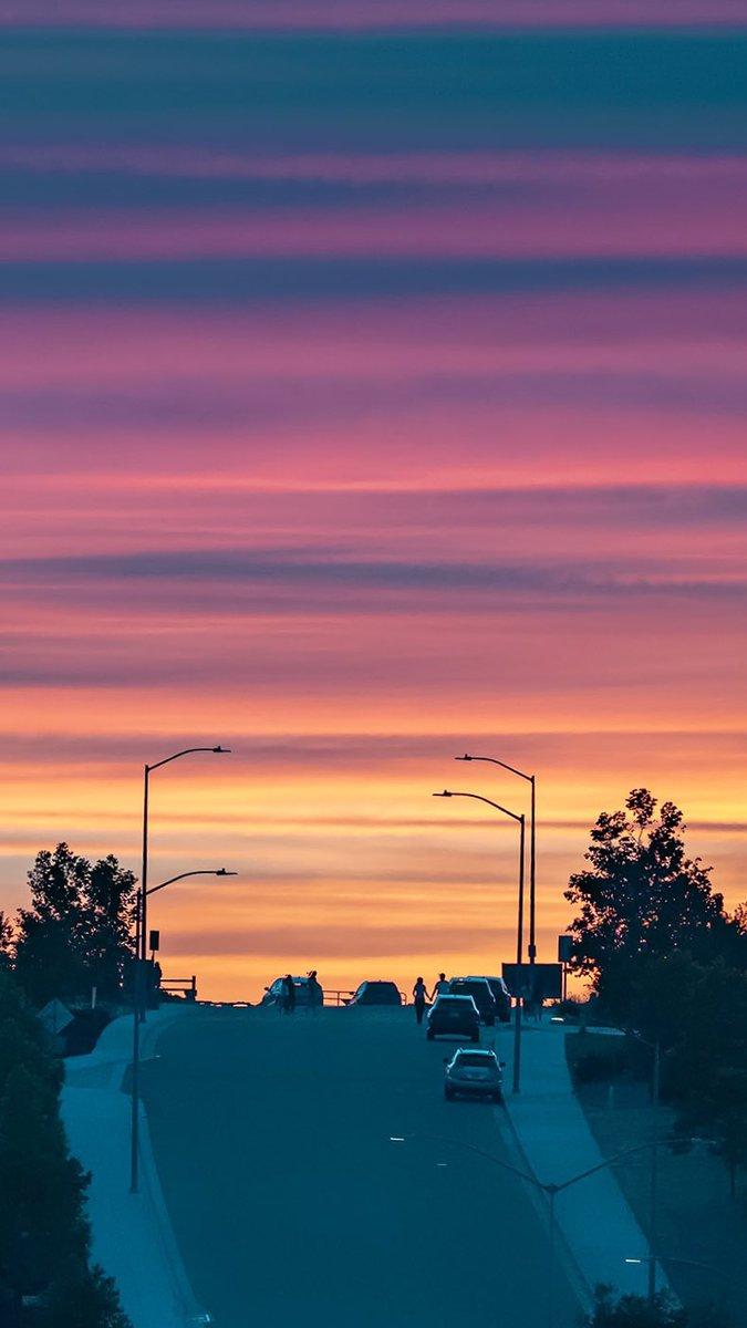 Sunset last night. Who is looking forward to catch sunset tonight?  #sunset #BayArea #heatadvisory #SummerVibes #sunsetparadise @ThePhotoHour @StormHour https://t.co/yrzDVsYurz