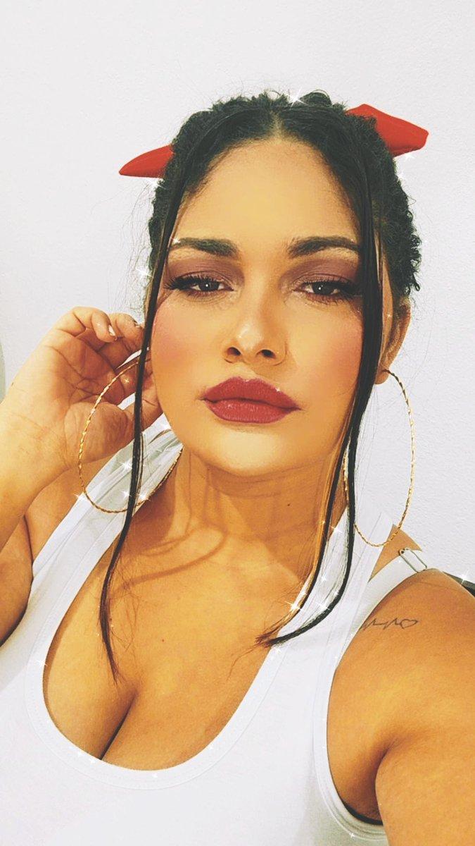 A melhor maquiagem ,sorriso no rosto.❤️ #makeup #makeupartistvegas #makemoneyonline #maquiagem #modelo https://t.co/FaHv9zSKGW