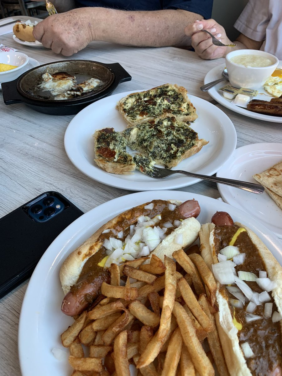 Welcome to #Detroit #home #nothealthy but #yummy #coneydog #greekfood #opa https://t.co/1CW3M2da3a