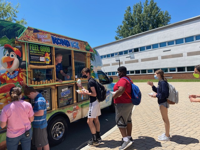 RT <a target='_blank' href='http://twitter.com/wmspta_wolves'>@wmspta_wolves</a>: Great times in the Courtyard! Our wolves are celebrating an end to this crazy year. <a target='_blank' href='https://t.co/k1lfoRnX6J'>https://t.co/k1lfoRnX6J</a>