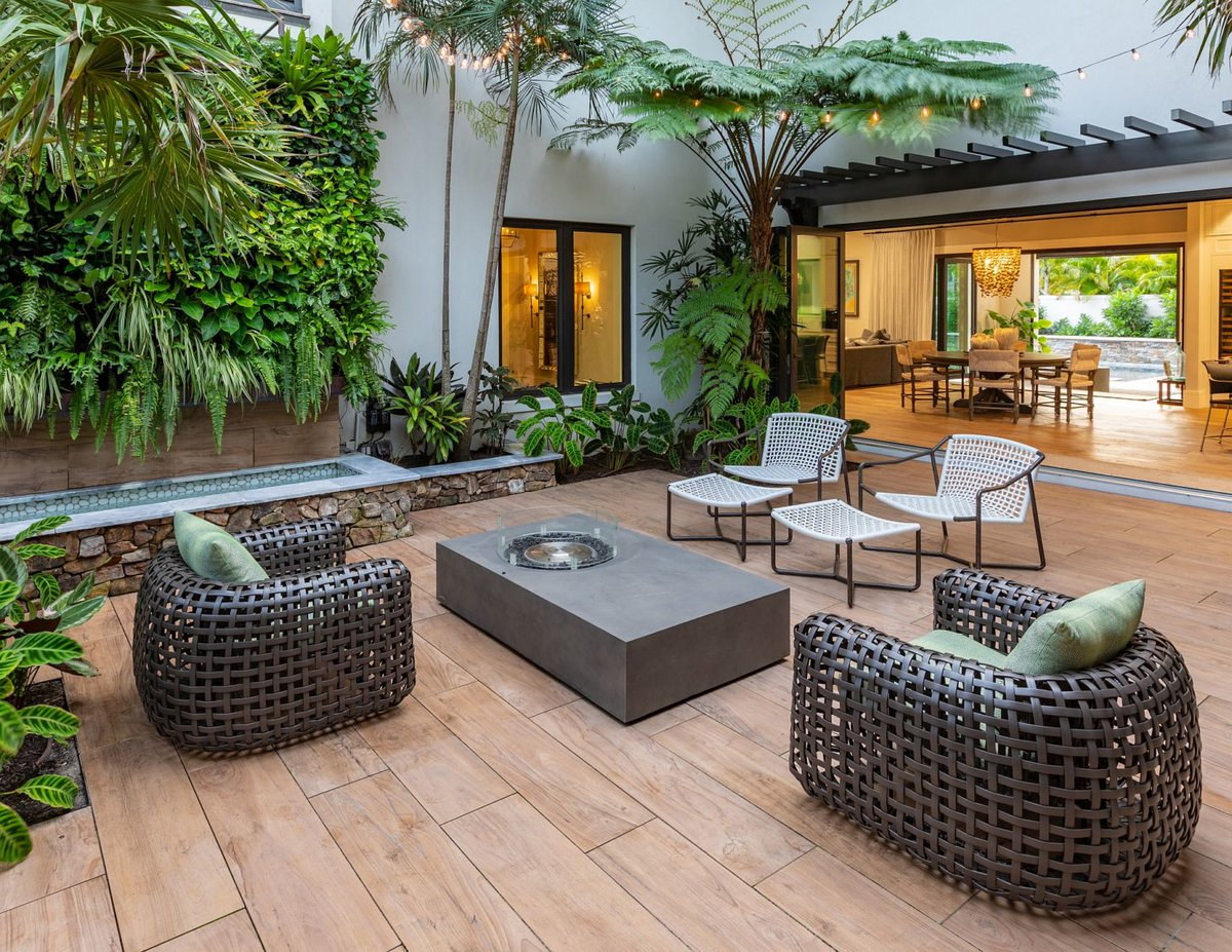 This courtyard feels like an organic extension of the home's great room. #homelove #architecture  https://t.co/WDPtwVyp7o https://t.co/kGSKfFSt5W