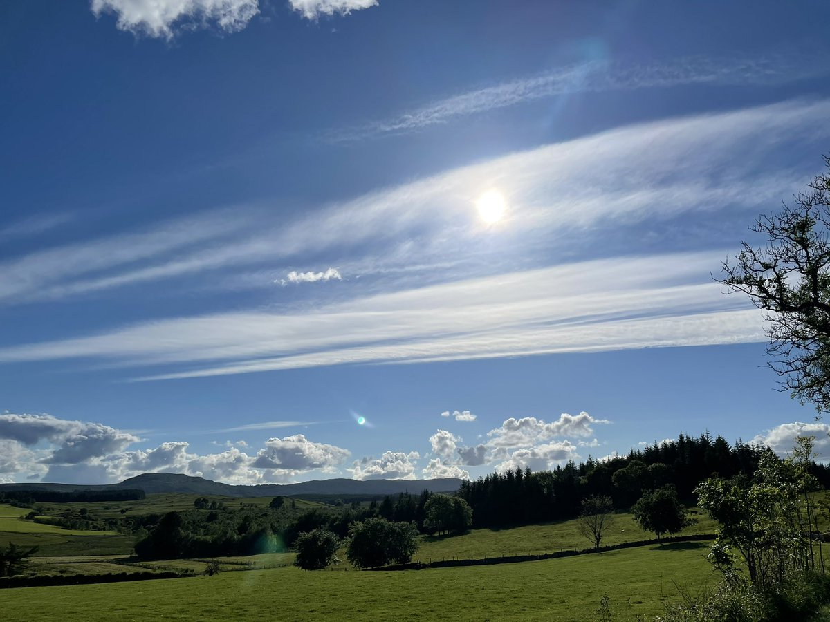 There's an armada of clouds sailing across Scotland tonight . #StormHour #Scotland https://t.co/HxMjGR9QDX