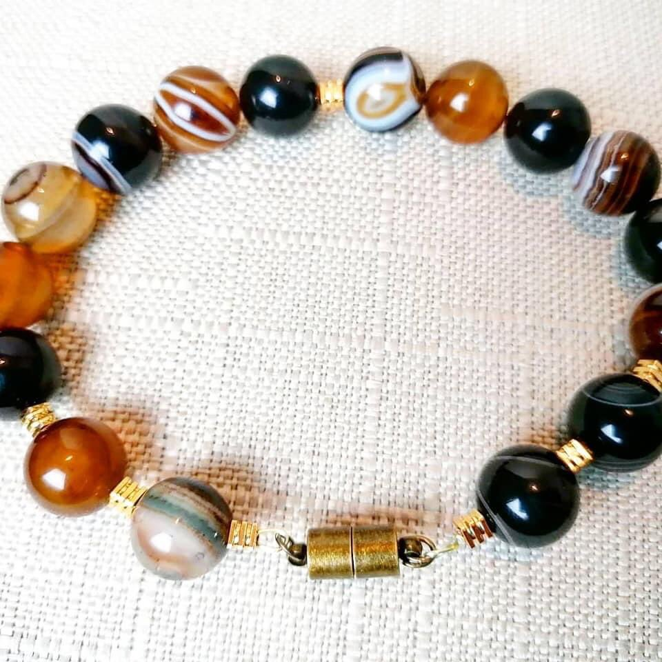 THE PERFECT FATHERS DAY GIFT AVAILABLE NOW. 1st CLASS DELIVERY IF YOU ORDER TODAY  Shop  Here 👇🏾 https://t.co/h181UhEBX3  STUNNING MENS  #HANDMADE STRIPED #AGATE STONE BRACELET  #fathersday #fathersdsygift #gift  #stripedagate  #mensbracelet  #agatestonebracelet  #mensjewellery https://t.co/WbnhJUFV6i