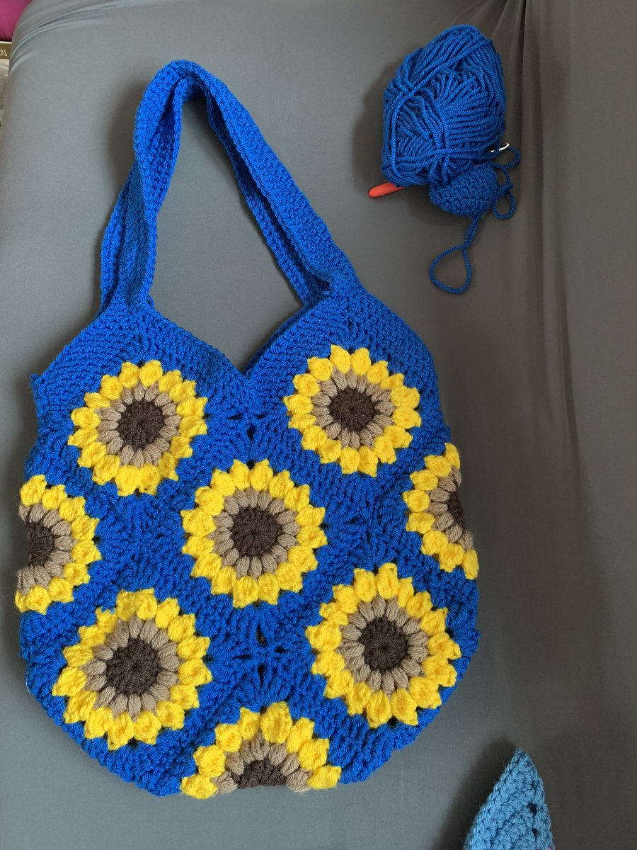 I absolutely love this one! Available to purchase now 😀 #handmade #smallbusinessowner #sunflowers #crochet #totebag https://t.co/EiWLiTvJMa