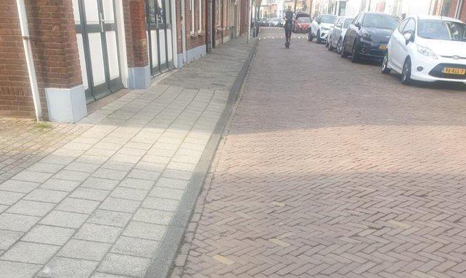 Bestrating Rijnweg volgens oude richtlijnen https://t.co/qeG8zvLXyT https://t.co/jPi5jZUYew