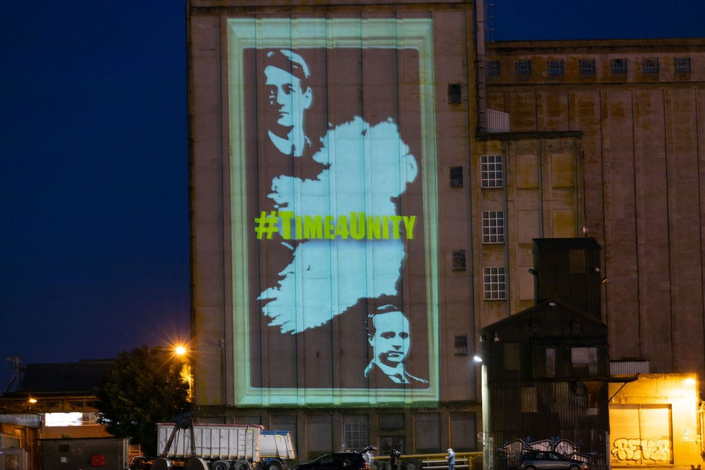 SF RH HALL DISPLAY? Stuning pics but is it the right time @pjcoogan asks @ThomasGouldSF https://t.co/JxsPhCNHX3
