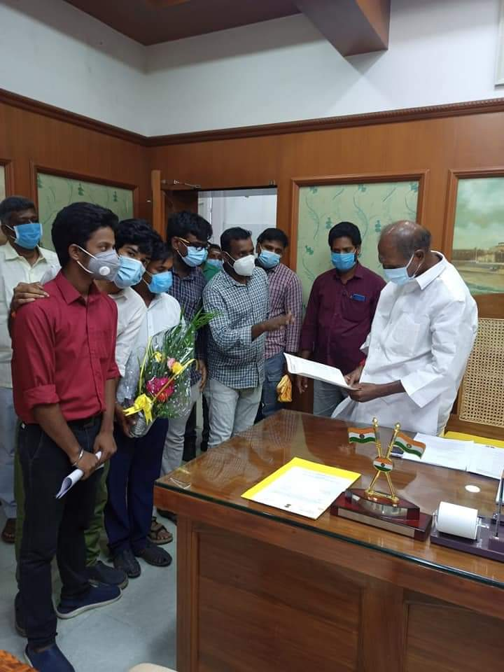 Karyakartas of ABVP Puducherry met with Hon'ble Chief Minister of Puducherry Shri. N. Rangaswamy ji and submitted a memorandum of issue pertaining to online examinations and school fee reduction.   #ABVPForEducation https://t.co/2I8Z8ELyCr