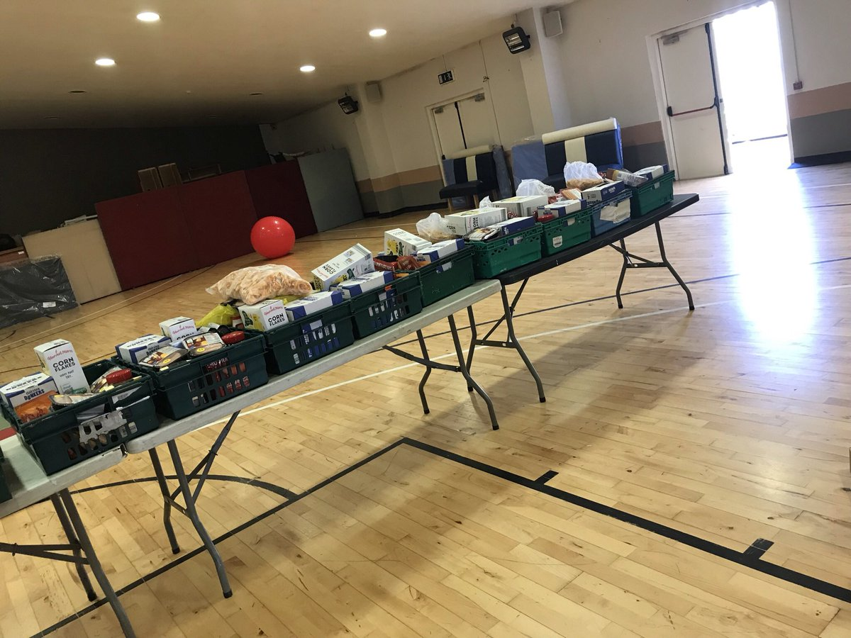 Food Hampers getting ready to go out into the community today.Lots of people benefit from this each week,thanks to our Partners at Food cloud,TESCO & M&S for supporting this community Initiative with our Partners Mahon Community Centre @CentreMahon @CorkCityPPN @corkcitycouncil https://t.co/JjaO5iU87W