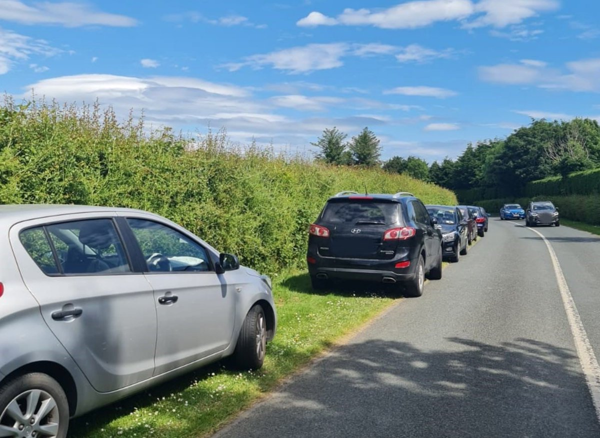 Gardaí warn that bad parking at Cork's beaches could be fatal in an emergency ⚠️ https://t.co/wlqQCYTOC1 https://t.co/sPUiLaq0rb