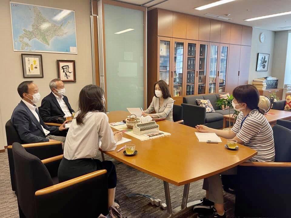 朝鮮総連の皆さんと意見交換。 コロナ禍の学生や子供達への支援、国籍や民族で差別してはなりません。  国連の人権委員会からも日本政府は勧告を受けています。 日本で生まれ、日本で暮らし、働き→ https://t.co/Gbj2arvz8O