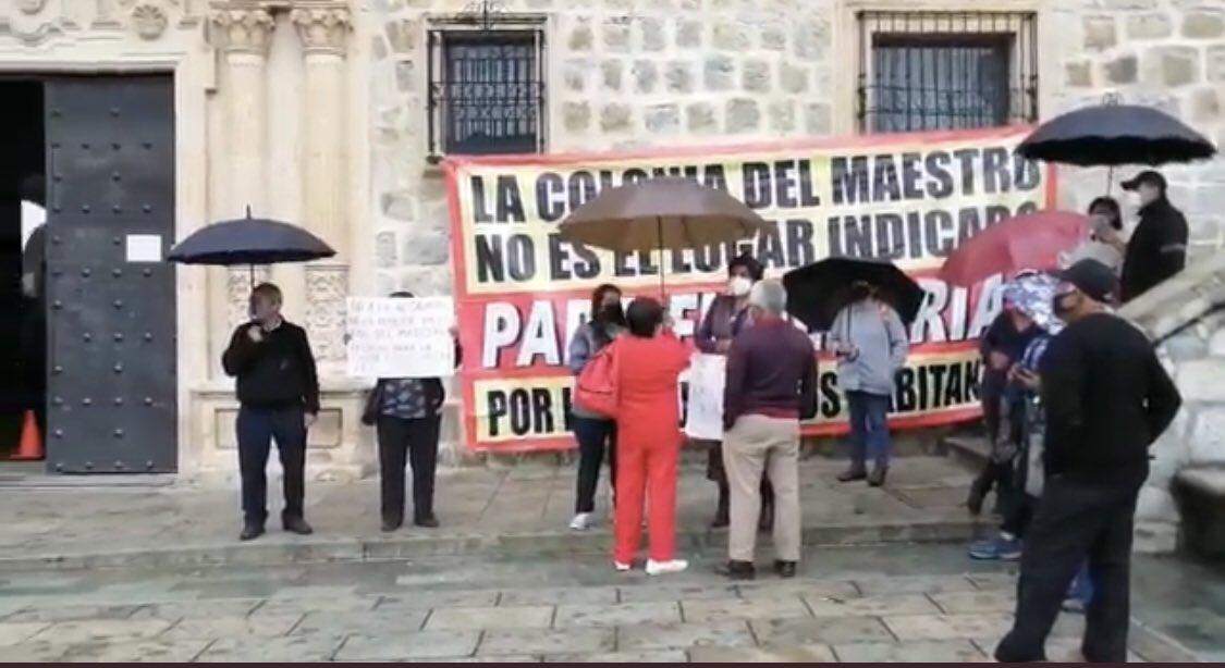 🔴 Protestan #habitantes de la colonia El Maestro ante la instalación de una funeraria. #Oaxaca. https://t.co/rVIhUV61zJ