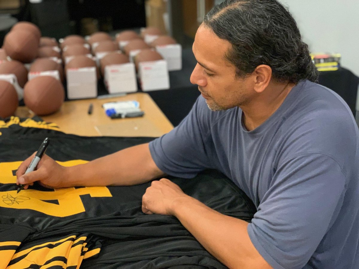 Giveaway Friday is here. TGIF. Let's give away this signed custom color rush jersey of #Steelers legend Troy Polamalu.   To win you must do the following   Follow us, @TotalSportsEnt and @YINZHERS  ☑️☑️☑️  Retweet this post! ☑️  Winner announced on Monday https://t.co/0kqpCdJUiU