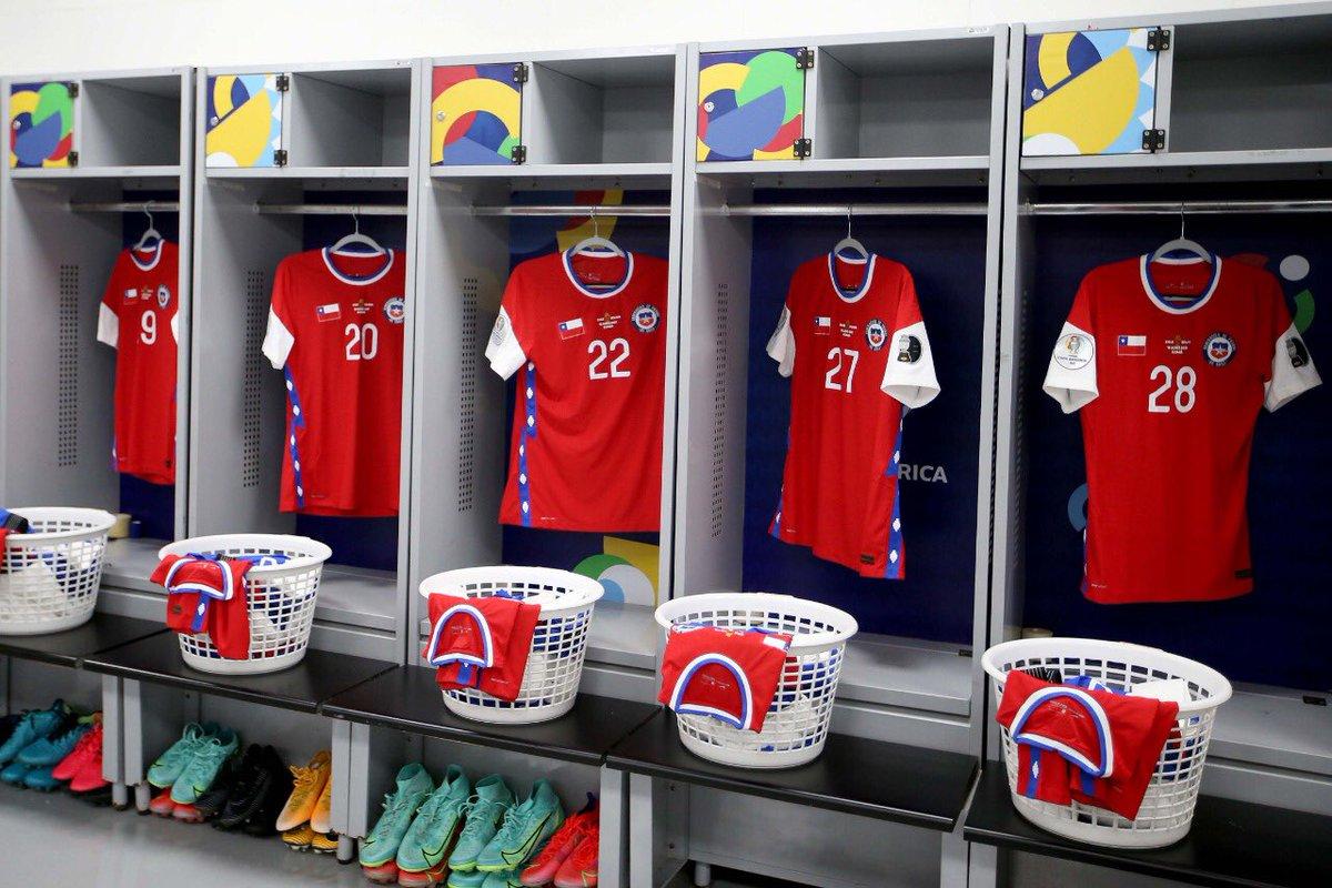 🇨🇱 Por conflitos com a Nike, Seleção Chilena está jogando com a bandeira do Chile no lugar da marca em seu uniforme.  🗞️ As Chile https://t.co/zgsSn4k5T2 https://t.co/WEn6mQCTvV