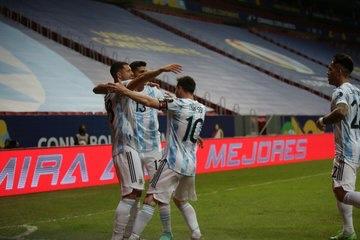 منتخب الارجنتين يحقق الفوز على الاوروغواي