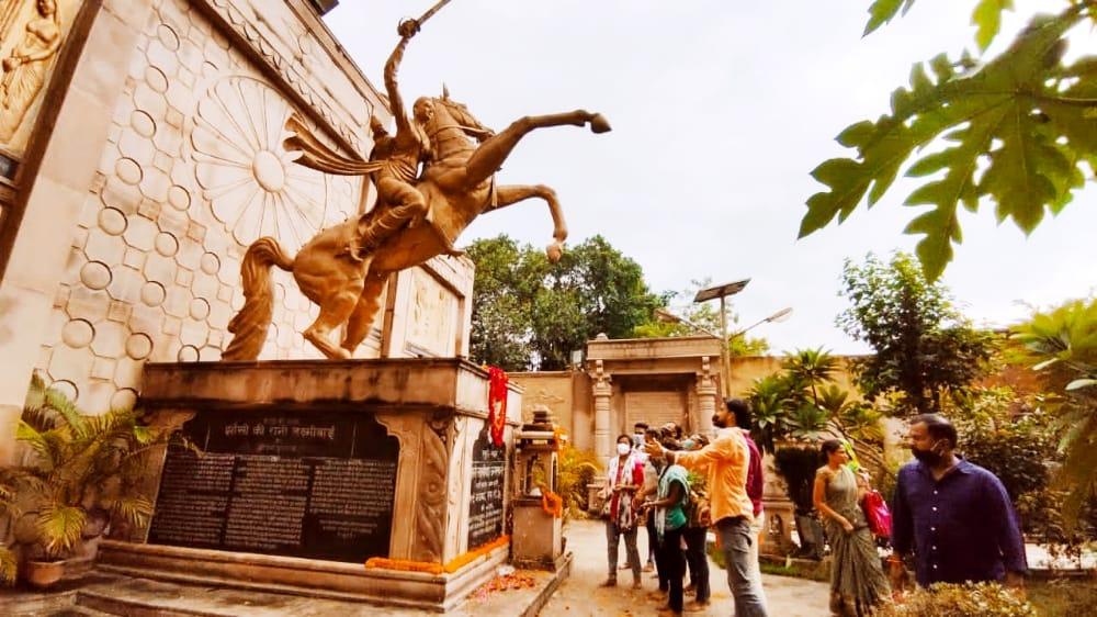 काशी प्रान्त में काशी महानगर के कार्यकर्ताओं ने भारतभूमि को गौरवान्वित करने वाली महान विरांगना महारानी लक्ष्मीबाई जी की जन्मस्थली अस्सी घाट, वाराणसी में उनकी पुण्यतिथि पर पुष्पार्चन कर उनके बलिदान को याद किया। https://t.co/caPICDv68W