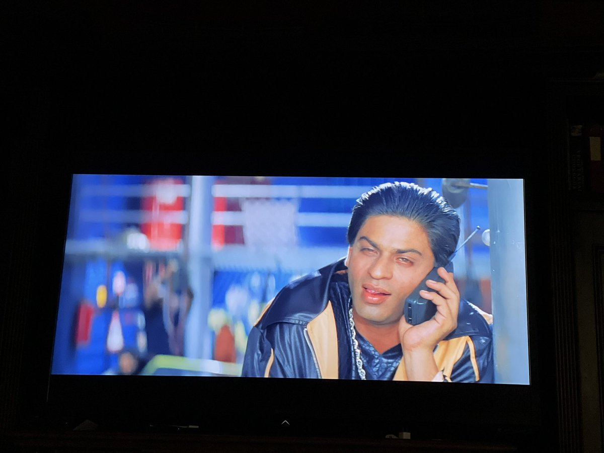 Watching Duplicate with the kids and they are very entertained by the sheer number of tropes within the first ten minutes of the film and the very dangerous name for criminal Shahrukh Khan: Manu 😂 https://t.co/x15eFmzAo4