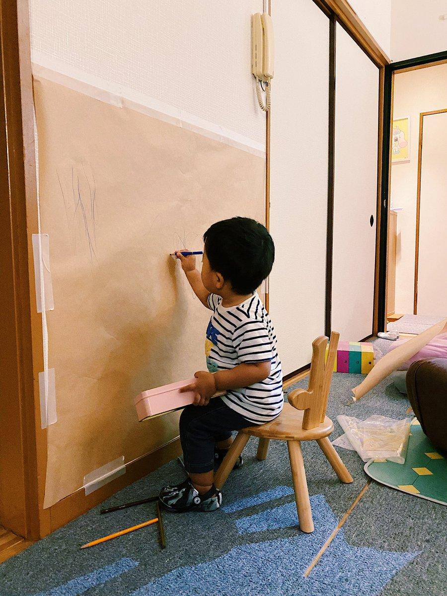 無印の模造紙を壁に貼れば自由に絵が書ける!お子さんのラクガキはセンスを磨く時