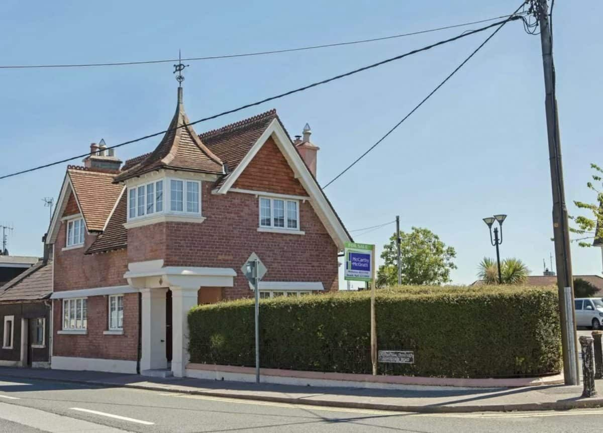 PROPERTY: This sweet Edwardian Cork home is fit for a princess (and it even boasts its own turret) 👑 https://t.co/gJJYUQas4b https://t.co/fZqULn4xhH
