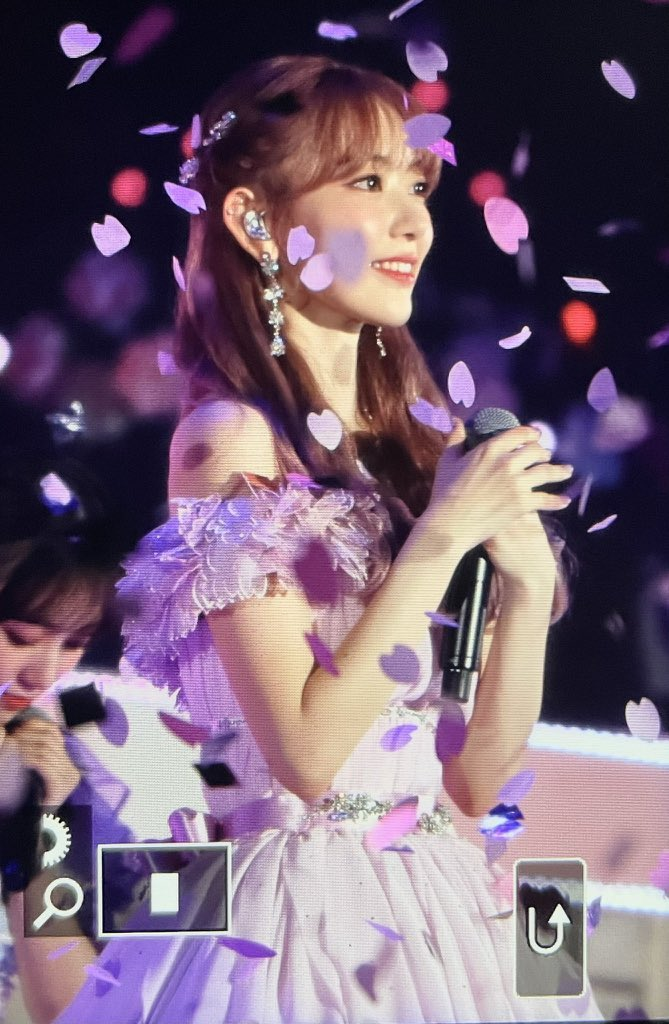 Я ее бесконечно сильно люблю💖💖💖   #BouquetofLoveforSakura  #宮脇咲良卒業コンサート #咲良ありがとう