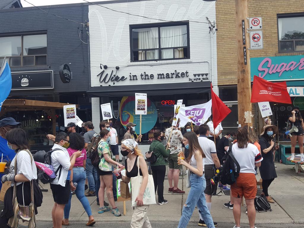 Solidarity picket in Kensington Market for striking Wine Rack workers. #winerackstrike https://t.co/yY79hI4BDk