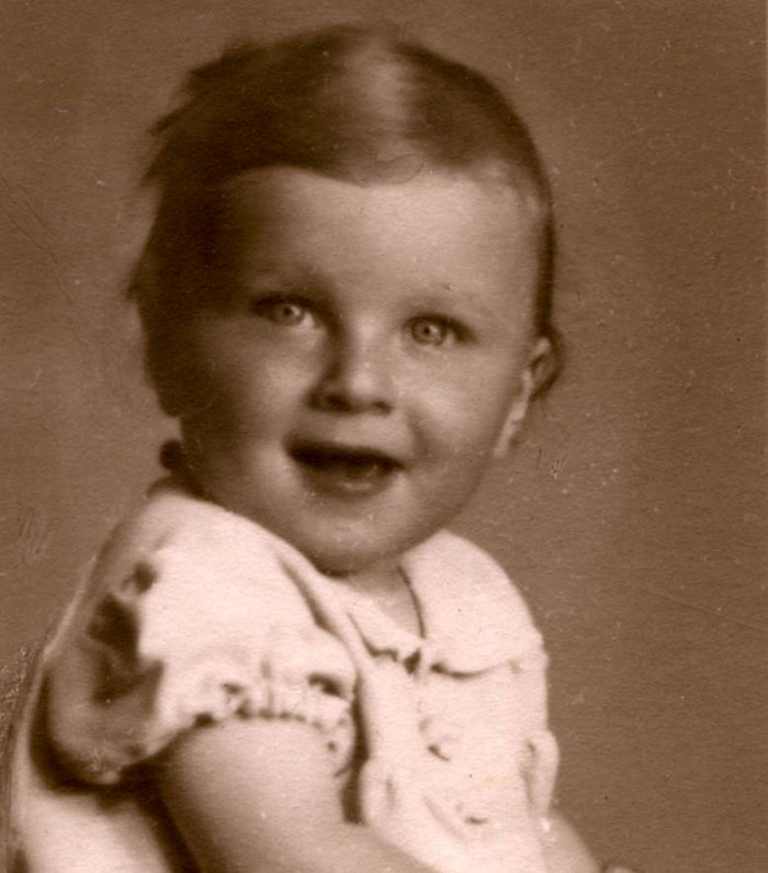 20 June 1938   A Czech Jewish girl, Eva Červenková, was born in České Budějovice.  She was deported to #Auschwitz from #Theresienstadt Ghetto on 4 October 1944. She was murdered in a gas chamber after the selection. https://t.co/dzOg50ndUm