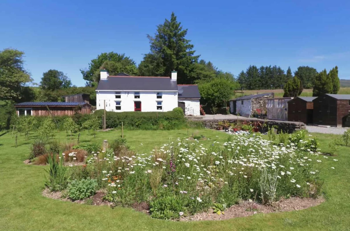 PROPERTY: 3 fairytale farmhouses where you could live happily ever after in West Cork 😍 https://t.co/5Q1h3HB3V3 https://t.co/fBPJ1KFcEQ
