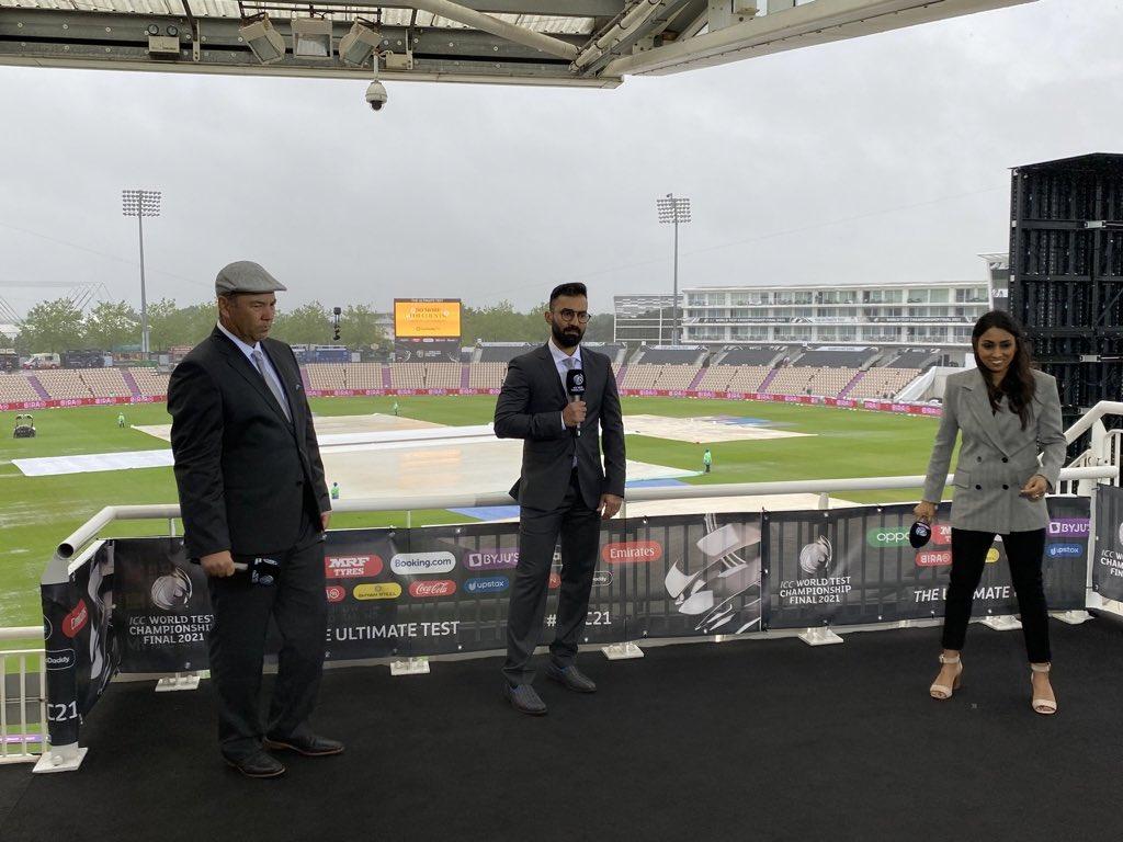RT @sri50: Sensational debut by @DineshKarthik as commentator at #Southampton . https://t.co/2wi6seojaq