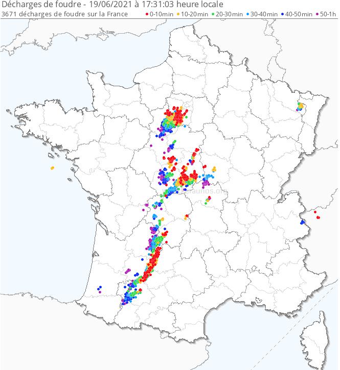 Un axe orageux actif s'étend du sud-ouest au bassin parisien avec des valeurs de STP (Sign. Tornado Parameter) significatifs près de la dépression de surface entre Beauce et bassin parisien. Plus de 3500 éclairs sur la dernière heure. Les #orages vont gagner #Paris et sa région.