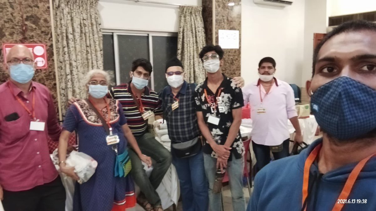 Karyakartas of @ABVPMumbai volunteered for assistance at a vaccination drive underway in Vile Parle, Mumbai.  Karyakartas assisted people in registration, informing them of the procedure and other tasks to relieve the burden on healthcare workers.  #ABVPForSociety https://t.co/dLY47tgMRs